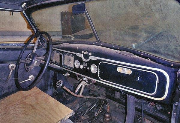 1937-Chrysler-Imperial-Model-C-15-Town-Car-interior